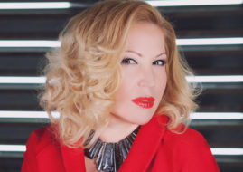 Юлия Артемова в красном