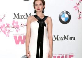 Зои Дойч в белом вечернем платье