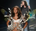 Жасмин Тукс (Jasmine Tookes) на показе Victoria's Secret Show / © PAUL JOHN BAYFIELD / flickr