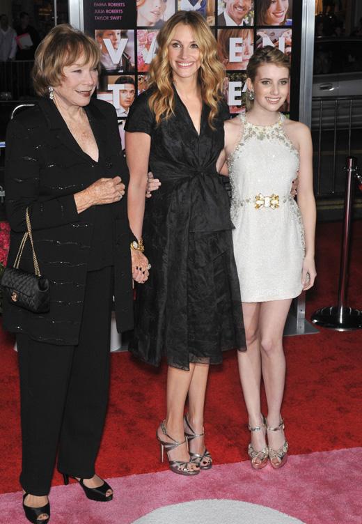 Актрисы Ширли Маклейн (Shirley Maclaine), Джулия Робертс (Julia Roberts) и Эмма Робертс (Emma Roberts) / Featureflash / Shutterstock.com