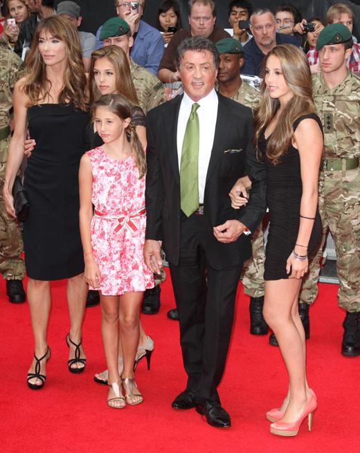 Актер Сильвестр Сталлоне (Sylvester Stallone) с семьей / © landmarkmedia / Shutterstock.com