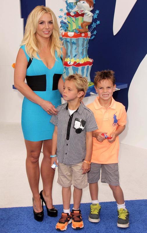 Бритни Спирс (Britney Spears) с детьми / s_bukley / Shutterstock.com