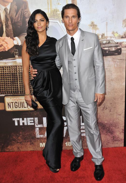 Модель Камила Алвес (Camila Alves) и актер Мэттью Макконахи (Matthew McConaughey) / Featureflash / Shutterstock.com