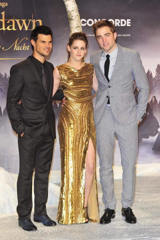 Тэйлор Лотнер (Taylor Lautner), Кристен Стюарт (Kristen Stewart) и Роберт Паттинсон (Robert Pattinson) / vipflash / Shutterstock.com