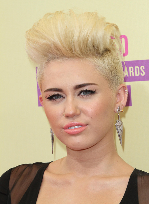 Певица Майли Сайрус (Miley Cyrus) с короткой стрижкой