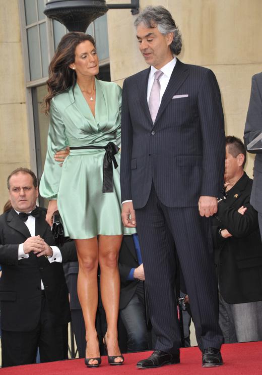 Андреа Бочелли (Andrea Bocelli) с женой Вероникой Берти (Veronica Berti) / © Jaguar PS / Shutterstock.com