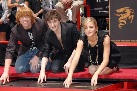 Актеры Руперт Гринт (Rupert Grint), Дэниел Рэдклифф (Daniel Radcliffe) и Эмма Уотсон (Emma Watson) / © Everett Collection / Shutterstock.com