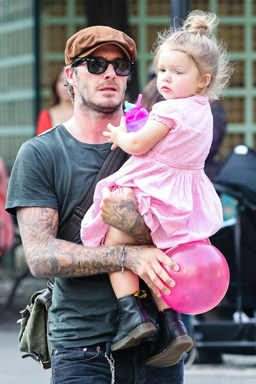 Дэвид Бекхэм (David Beckham) с дочерью Харпер (Harper) / © Allan Bregg / Shutterstock.com