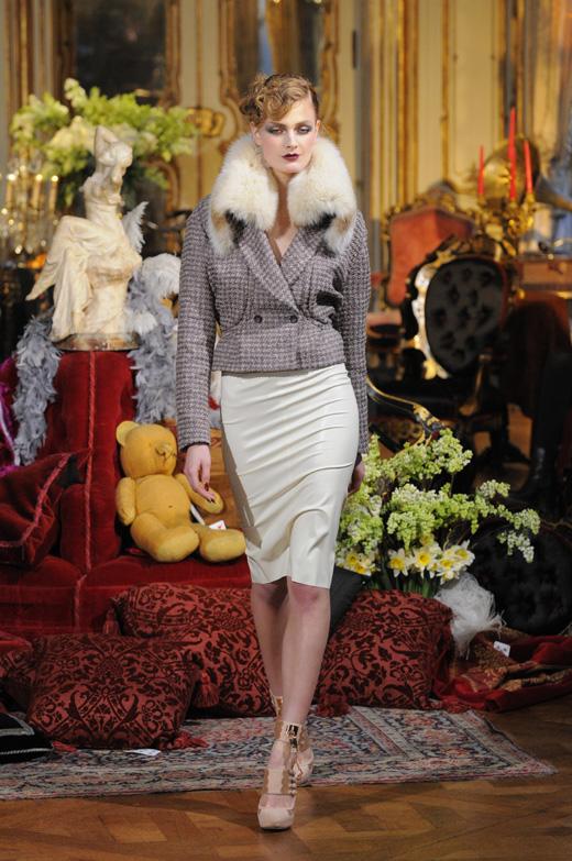 Модель на показе коллекции Джона Гальяно (John Galliano) / © Depositphotos.com / fashionstock