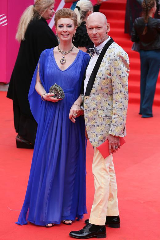 Амалия Мордвинова со спутником / © Пресс-служба Московского Международного Кинофестиваля