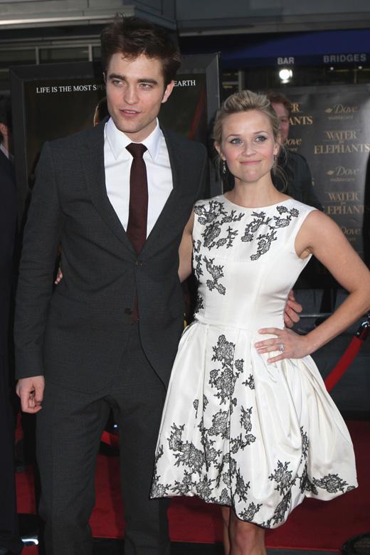 Роберт Паттинсон (Robert Pattinson) и Риз Уизерспун (Reese Witherspoon) / © JStone / Shutterstock.com