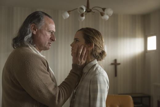 Микаэл Нюквист (Mikael Nyqvist) и Эмма Уотсон (Emma Watson) / © Majestic / Ricardo Vaz Palma