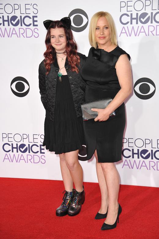 Патрисия Аркетт (Patricia Arquette) с дочерью Харлоу (Harlow) / © Jaguar PS / Shutterstock.com