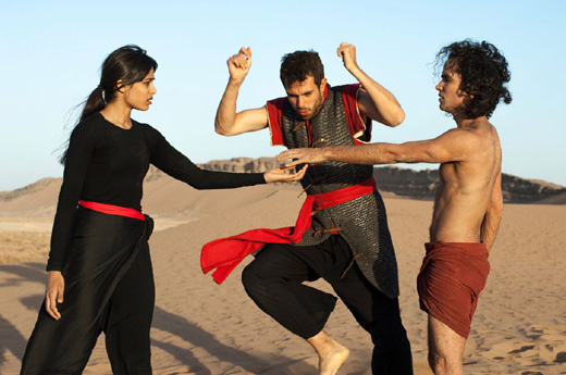 Фрида Пинто (Freida Pinto), Том Каллен (Tom Cullen), Рис Ричи (Reece Ritchie), кадр из фильма «Танцующий в пустыне» (Desert Dancer) / © Пресс-служба артиста