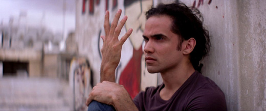 Рис Ричи (Reece Ritchie) в образе танцора Афшина Гаффариана (Afshin Ghaffarian), кадр из фильма «Танцующий в пустыне» (Desert Dancer) / © Пресс-служба артиста