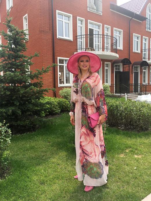 Елена Ленина у своего дома в Кембридже