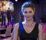 Актриса Лора Резникова на премьере