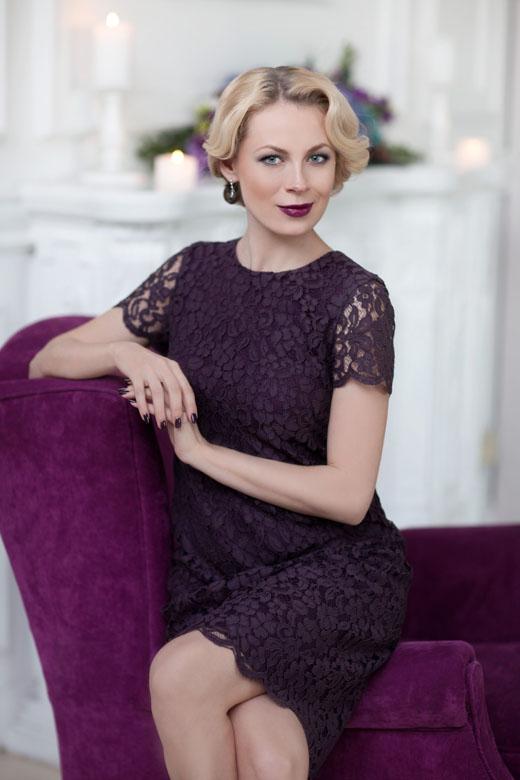 Актриса Оксана Скакун блондинка