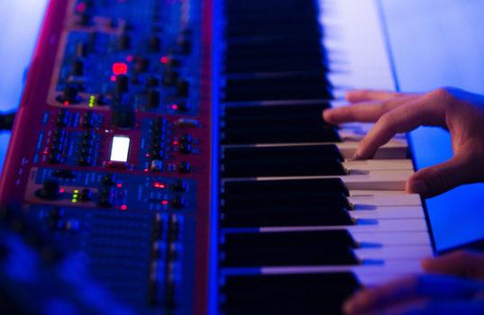 Синтезатор на концерте
