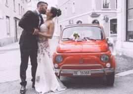 Невеста и красный автомобиль