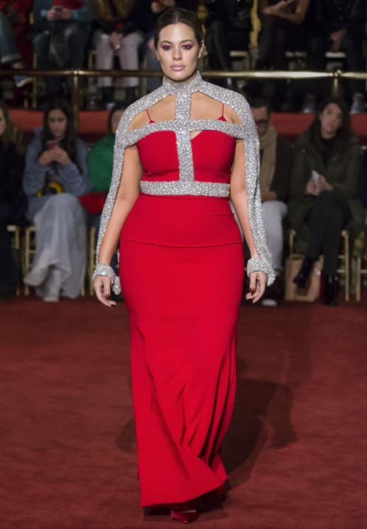 Эшли Грэм в красном вечернем платье