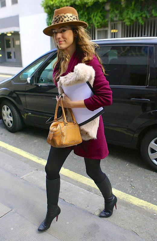 Модель Келли Брук в шляпке