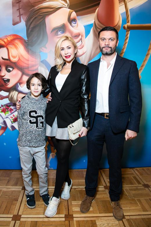 Анастасия Гребенкина с семьей