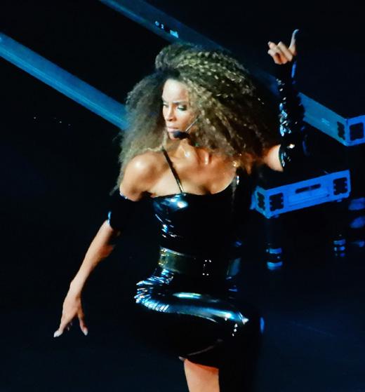 Популярная певица Сиара (Ciara)