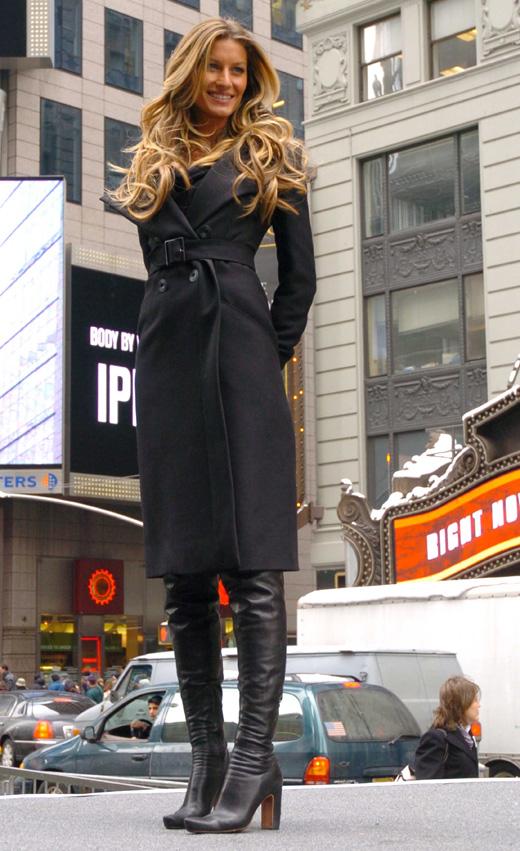 Модель Жизель Бундхен в пальто