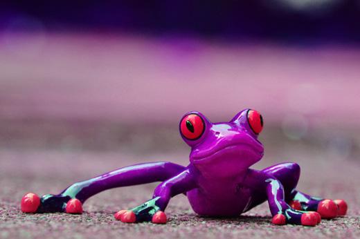 Симпатичный фарфоровый лягушонок
