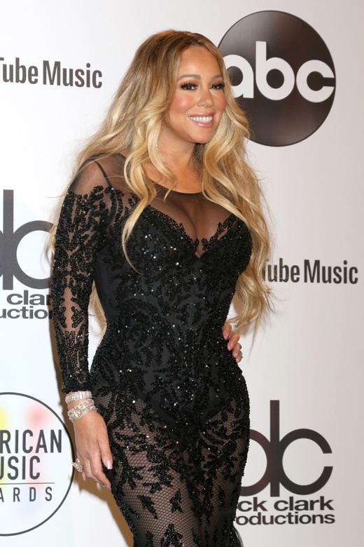 Мэрайя Кэри в черном гипюровом платье