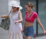Лили-Роуз Депп (Lily-Rose Depp) со спутницей / © yzapoo / flickr