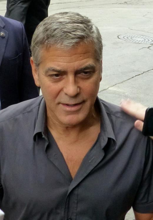 Джордж Клуни на автограф-сессии
